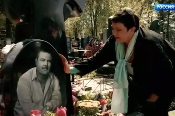 Марина Базанова ежегодно навещает могилу бывшего супруга