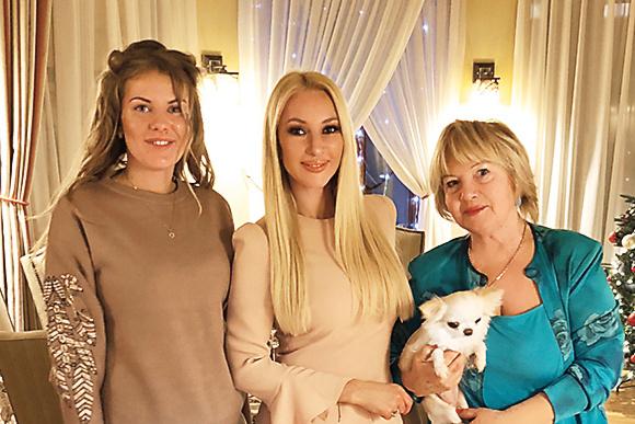 Лера Кудрявцева и ее мама тепло приняли невесту Жана