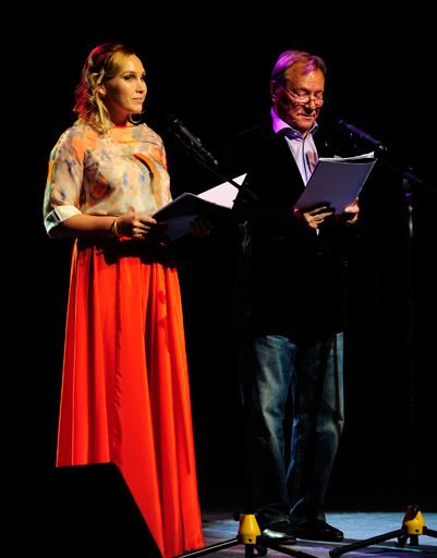 Ведущие церемонии закрытия фестиваля Дарья Екамасова и Сергей Шакуров