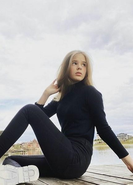 Дочь Абдулова удивительно похожа на звездного отца