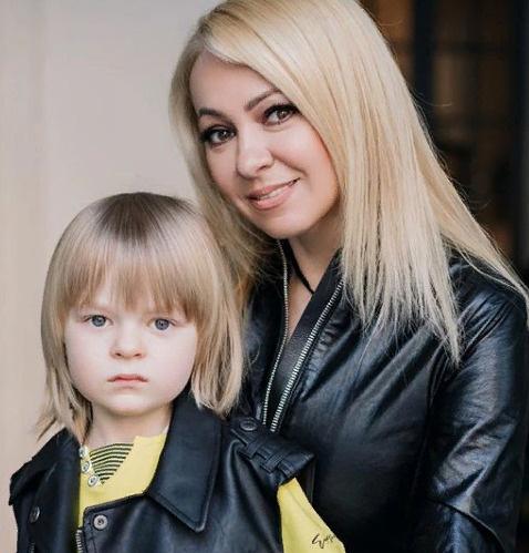 Сейчас Яна и ее семья находятся в Болгарии