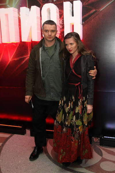 Сама Анастасия со скандалом разводилась с мужем