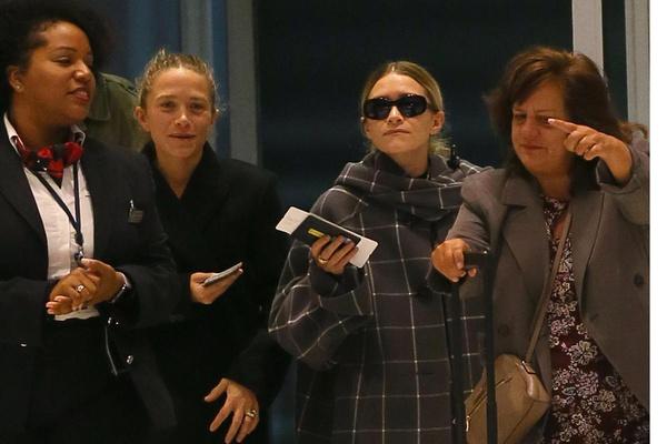 Сестры Олсен в аэропорту Лондона