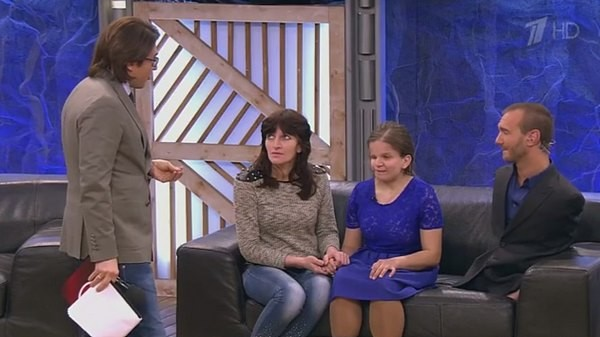 В эфире телешоу Катя и ее мама встретились с писателем и оратором Ником Вуйчичем