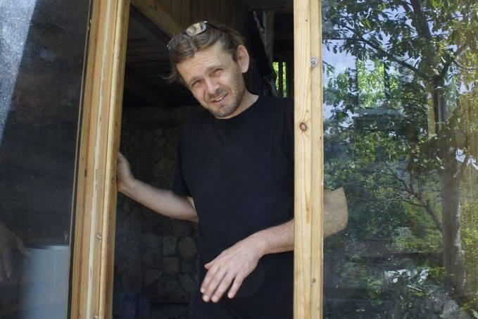В интервью Макарова обмолвилась, что отца ее дочерей зовут Андрей, и он непубличный человек