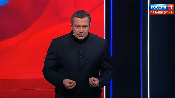Владимир Соловьев попросил участников дебатов прекратить оскорблять друг друга
