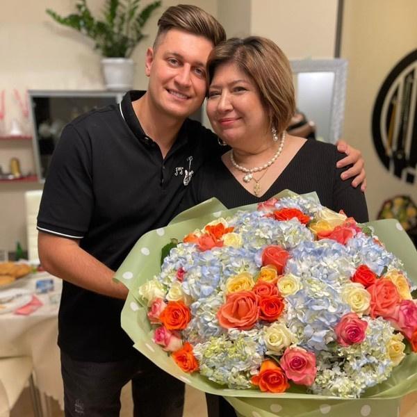 Давид Манукян с мамой Анной