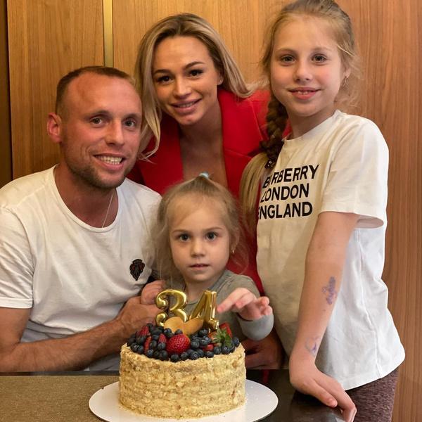 Ксения хорошо ладит с дочерьми Дениса от первого брака
