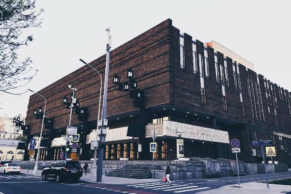 Администрация театра давно пытается привлечь новых зрителей
