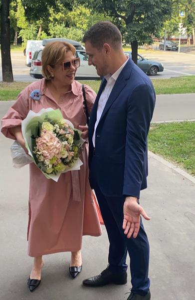 Пара поженится 27 августа - 50-летие Марины.