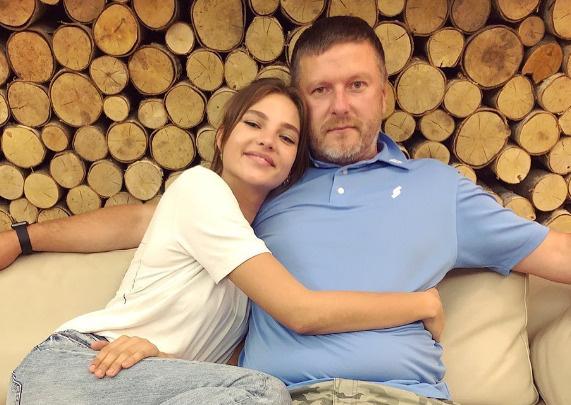 Алеся с отцом Евгением Кафельниковым