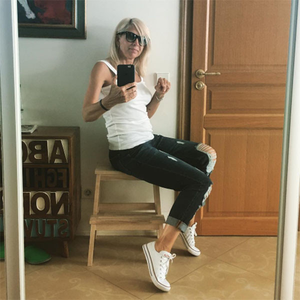 Алена Свиридова может позволить себе и обтягивающие джинсы