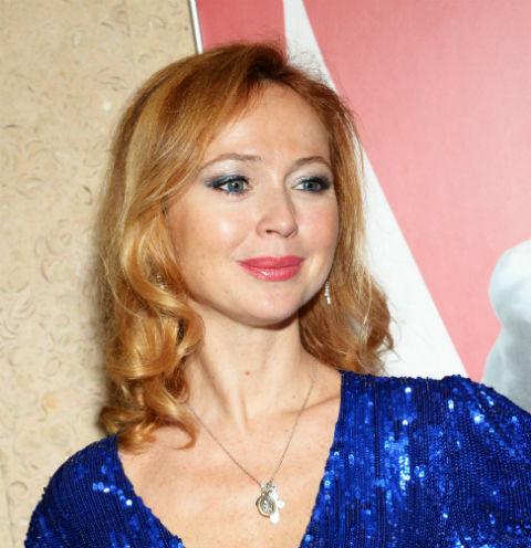 Елена Захарова обнажила грудь из-за слетевшего лифа