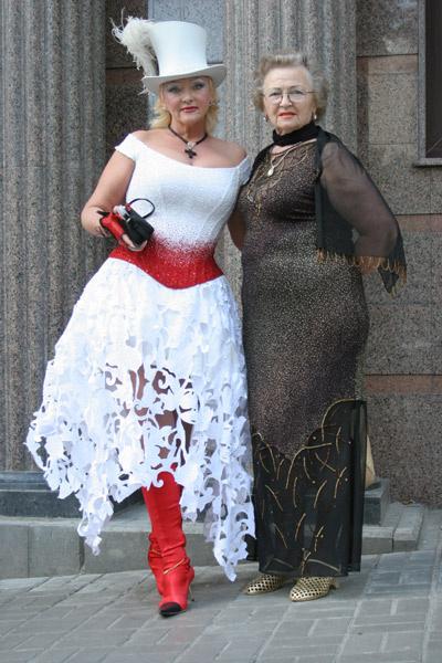 Дочь певца Людмила Сторожук (справа) и внучка Елена