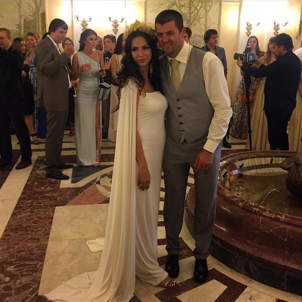 Радулов и Дмитриева сыграли свадьбу в стиле греческих богов