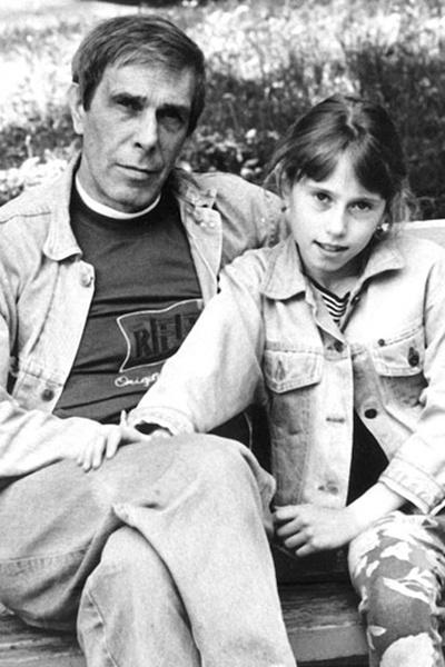 Папа Марии скончался, когда ей было всего 11