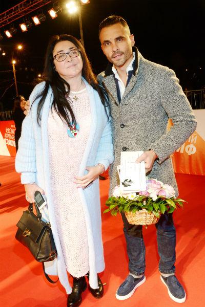 Муж артистки Дмитрий поддерживает ее в борьбе с коммунальными службами