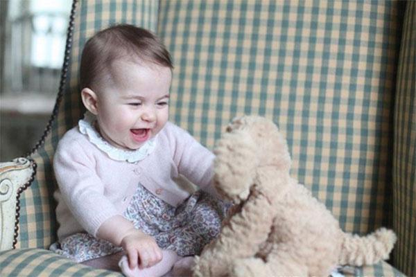 Маленькая Шарлотта просто прелестна