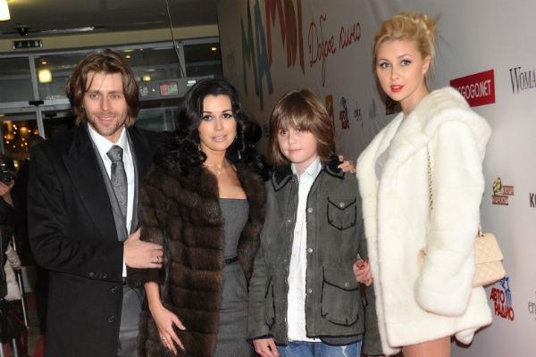 У Анастасии есть двое детей от предыдущего брака и младшая дочь Мила от Петра Чернышева