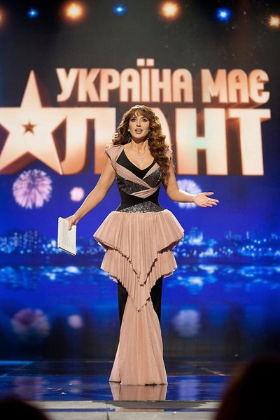 Необычные платья Марченко на шоу стали основой для мемов