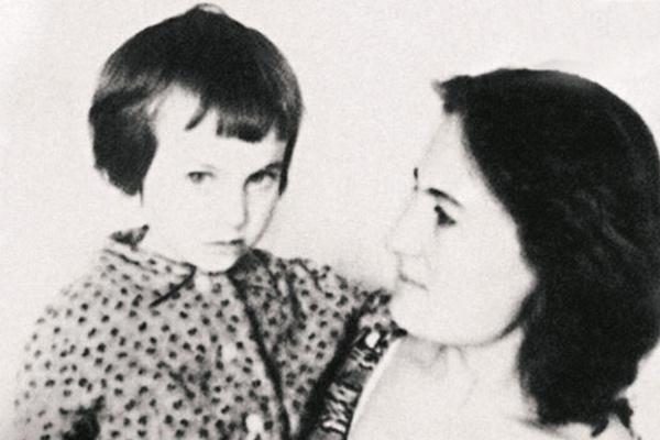 Мама Ларисы Гузеевой работала учительницей