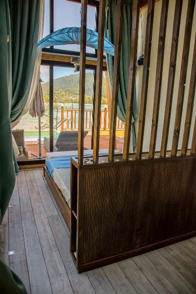 Спальни спроектировали небольшие – по 25 кв. м каждая