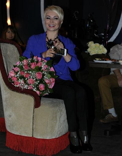 Поздравить знаменитую маму Люду с премьерой песни приехала певица Катя Лель