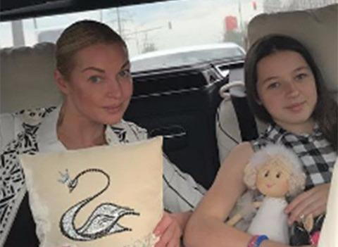 Анастасия Волочкова объяснила, почему не дала ребенку фамилию отца