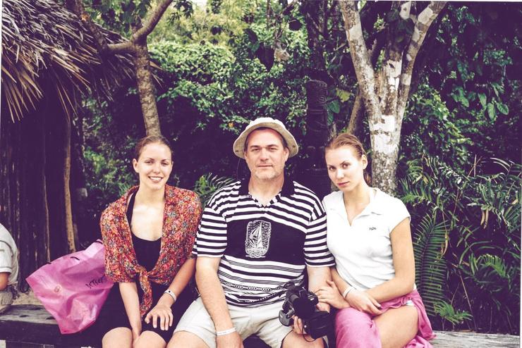 После развода отношения Доренко со старшими дочерьми испортились