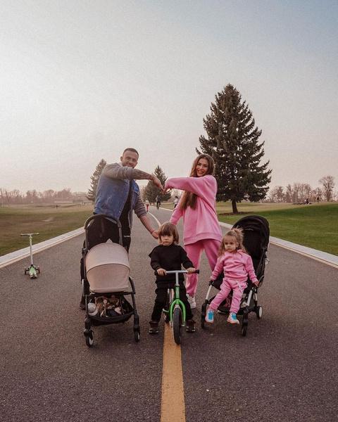 Дмитрий и София женаты чуть больше четырех лет, за это время у пары родилось трое детей.