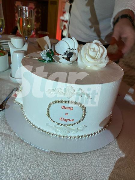 Еще не свадебный, но не менее красивый и вкусный торт