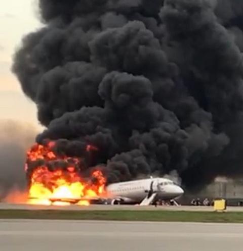 В Шереметьево горит самолет