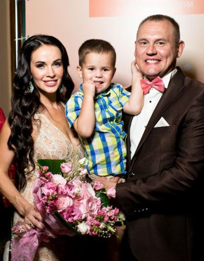 Супруги взяли на праздник маленького сына Ванечку
