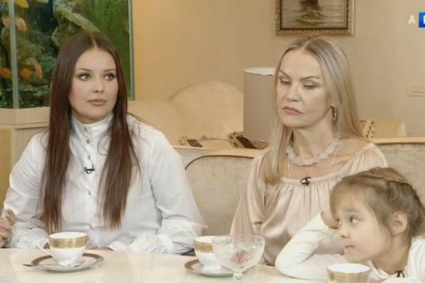 С мамой и дочерью Лизой