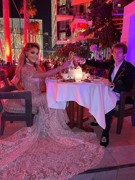 Каждый вечер пара устраивала романтические ужины