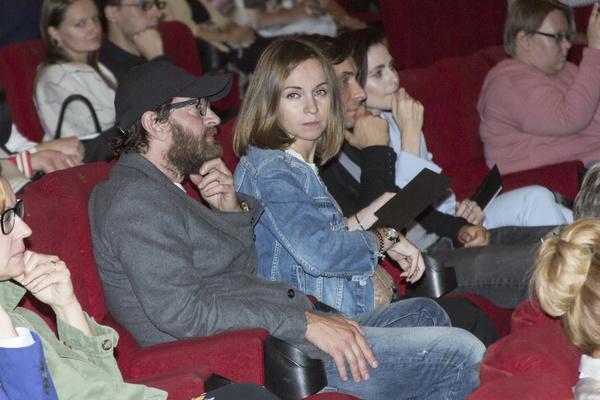 Супруга артиста Ольга поддерживает его во всех начинаниях