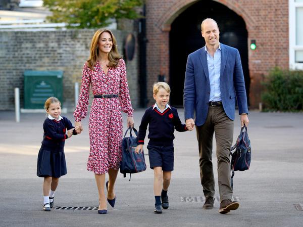 Кейт и Уильям вместе провожают детей в школу