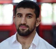 Чудом выживший Расул Мирзаев готовится к бою