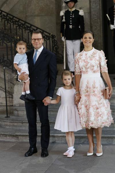 Принцесса Виктория с мужем и детьми