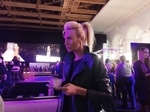 Элина Камирен – частый гость светских мероприятий, в том числе модных показов