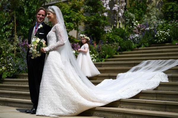 В королевской семье появилась еще одна замужняя пара