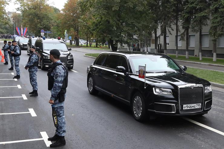 Президент прибыл на прощание позже всех
