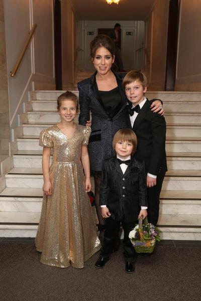 Барановская после расставания сделала успешную ТВ-карьеру и сегодня сама содержит детей
