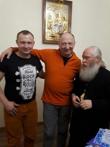 Юрий Гальцев с сыном Михаилом (слева) и курганским митрополитом Иосифом (справа)