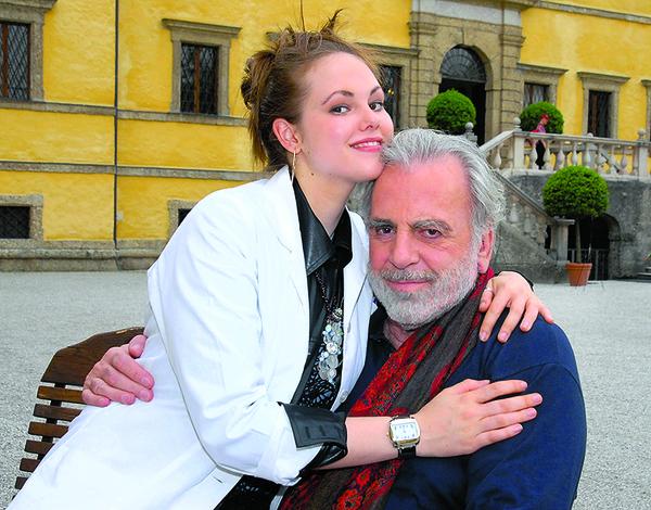 Дочь Андрейченко Анастасия сегодня унаследовала поместье отца в Лос-Анджелесе