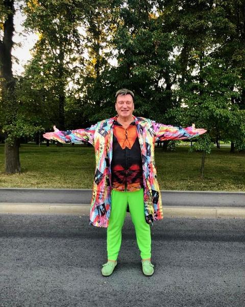 В обычной жизни Пенкин тоже любит яркие наряды