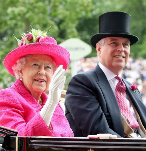 Елизавета II с сыном принцем Эндрю