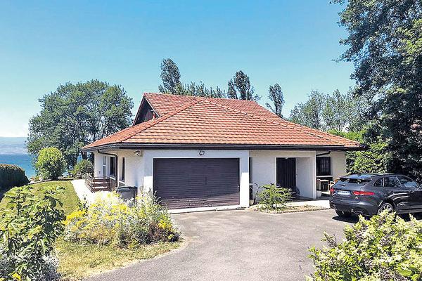 У супругов есть дача в Швейцарии, которую они брали в ипотеку 15 лет назад