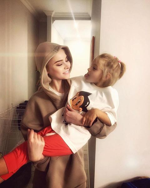 Алена обожает дочь Алису