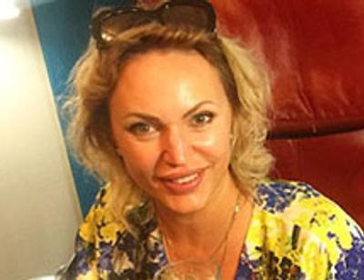 42-летняя Алла Довлатова демонстрирует женственные формы